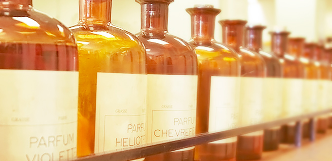 Artistic perfumery and niche fragrances